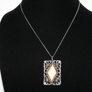 """Beautiful vintage silver and peach necklace 18"""""""